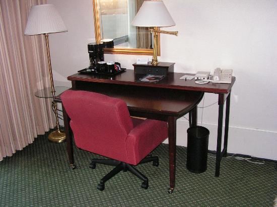 Four Points by Sheraton Denver Southeast: Desk