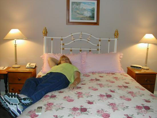 The Old Bakery Inn: King bed room--finally off the plane