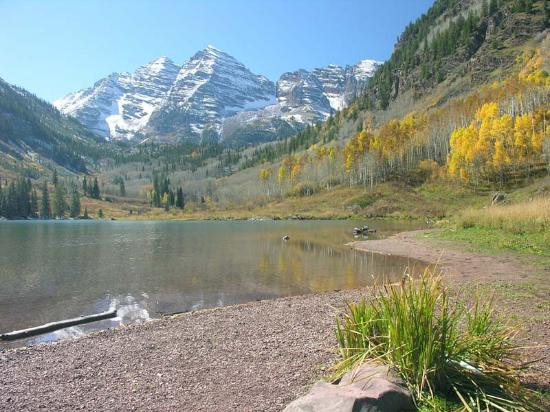 Аспен, Колорадо: Maroon Bells Lake near Aspen. October 5, 2005