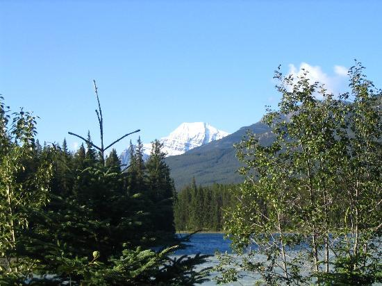 Parque Nacional Jasper, Canad: Mt. Edith Cavell from a distance