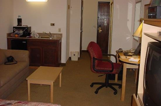 Comfort Inn & Suites: opposite end of room