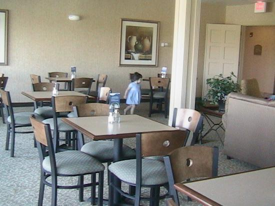Ramada Gatesville: Here's the dining room where you'll be enjoying a wonderful breakfast (included with your...