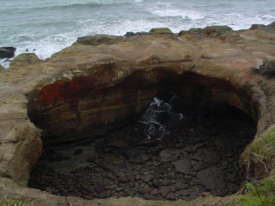 Devils Punchbowl along the coast in Oregon - Picture of Pacific Coast Highway - Route 1 ...