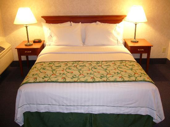 La Quinta Inn & Suites New Haven: Comfortable Bed