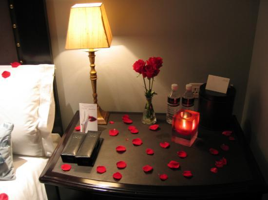 candles and rose petals in the bedroom images