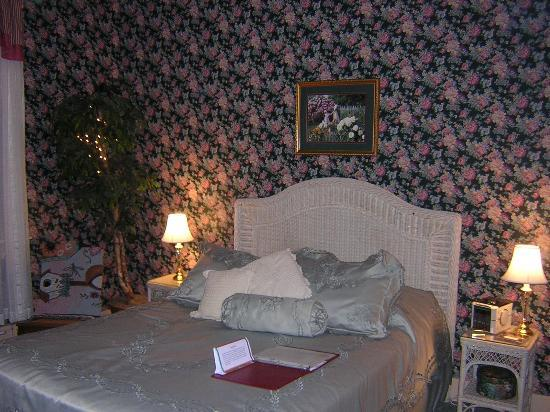 Vogt Farm Bed & Breakfast: The bed in the Brubaker Room