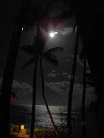 Maui Sands: Moonlight over the surf from our Lanai