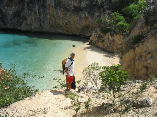 Anguilla: At the rope to climb down to Little Bay