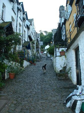 Clovelly, UK: Looking up the main street
