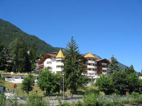 Hotel Gardena Grodnerhof: view of hotel from the road...
