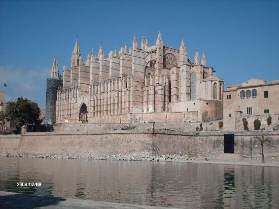 Cala Bona, Spanien: Lovely Palma Cathedral
