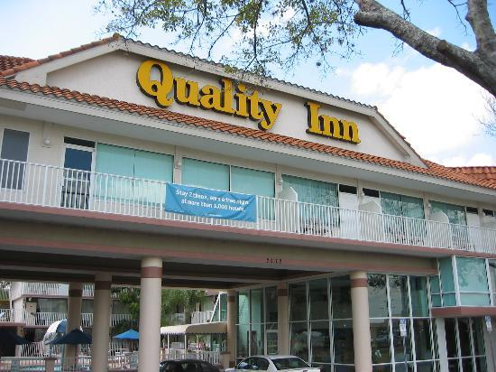 Quality Inn: Front of hotel