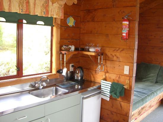 Ocean View Chalets: Kitchen
