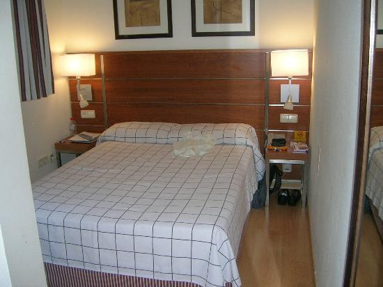 Very small bedroom - Picture of H10 Montcada Hotel, Barcelona ...
