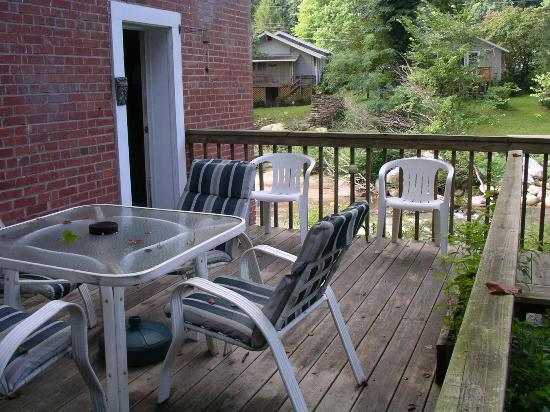 River House at Chimney Rock: private deck for downstairs rooms