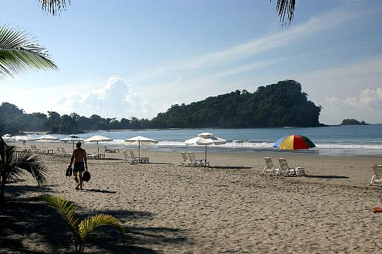Taman Nasional Manuel Antonio, Kosta Rika: Beach just outside of Manuel Antonio Park,early morning