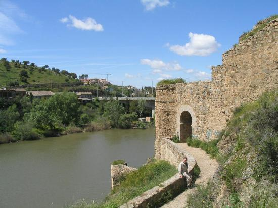 Toledo, Spanien: By the river