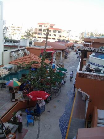 Vista del Mar Boutique Hotel: View of market in court yard