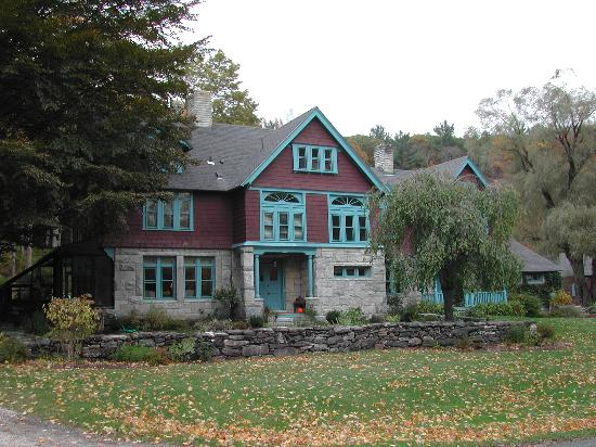 Stonover Farm Bed and Breakfast: Stonover Farm - Front of Inn