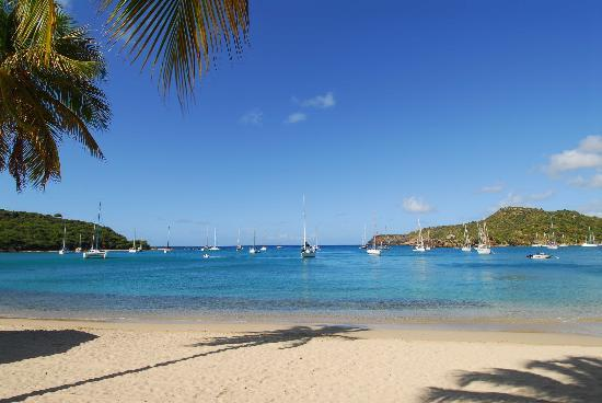 English Harbour, Antigua: Beach in front of hotel