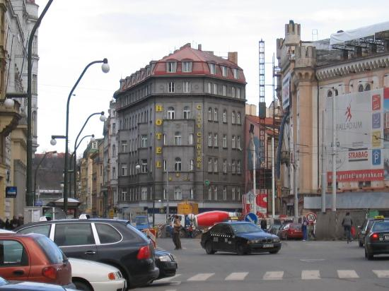 Hotel City Centre: Hotel viewed from the street
