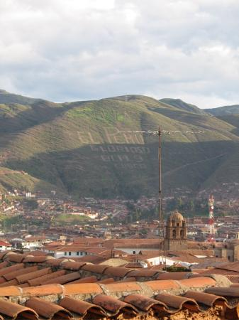 Hostal El Grial: view over cusco (amazing at night!)