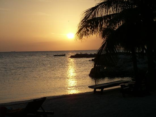 Willemstad, Curacao: Sunset at Lions Dive Beach
