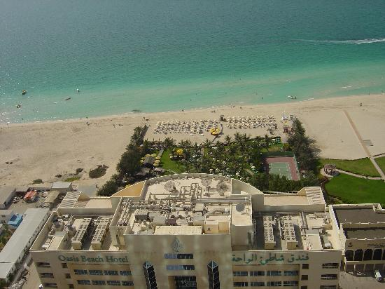 Oasis Beach Tower Apartments: looking down over the oasis beach hotel