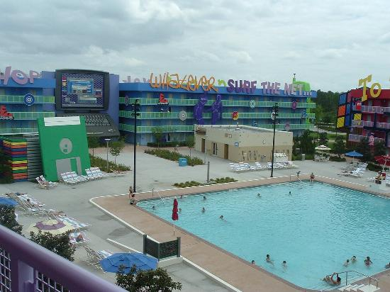Pool at 80s 90s picture of disney 39 s pop century resort for Pool show orlando florida