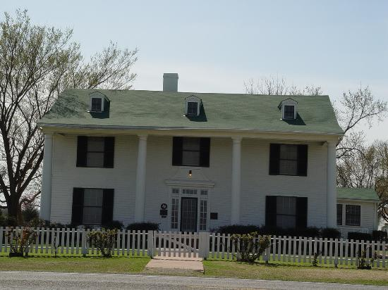 Sam Rayburn House http://www.tripadvisor.com/Attraction_Review-g55510-d208936-Reviews-Sam_Rayburn_House-Bonham_Texas.html