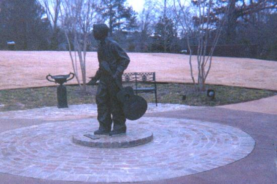 Tupelo, : Young Elvis bronze statue