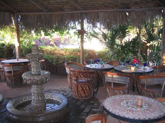 The Bungalows Hotel: The breakfast area