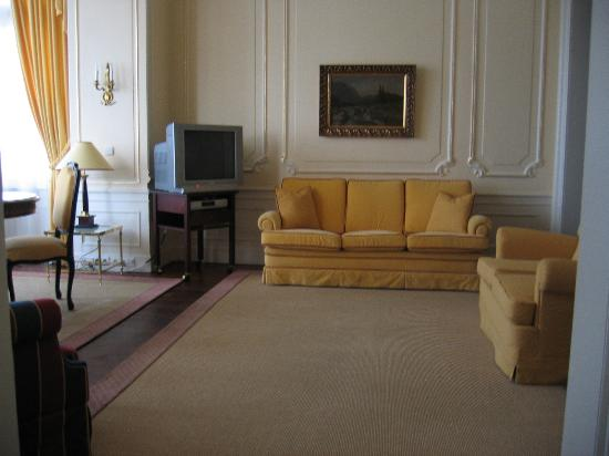 Le Palais Art Hotel Prague: Another view of the lounge