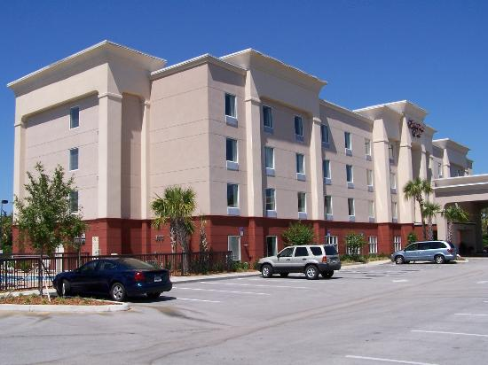 Titusville, FL: Hotel Front View, Swimming Pool on far left
