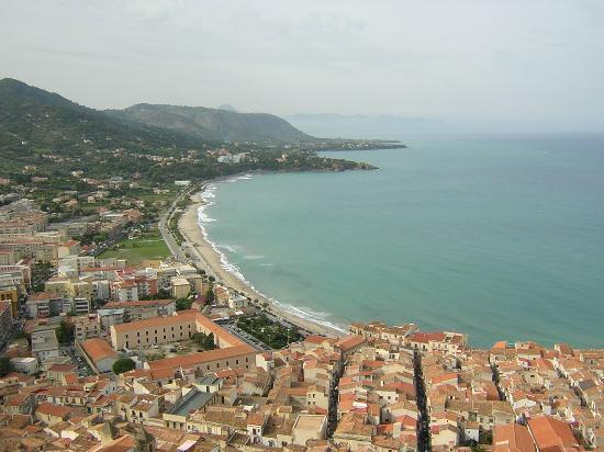 Cefalu, Italien: view from roman ruins above town