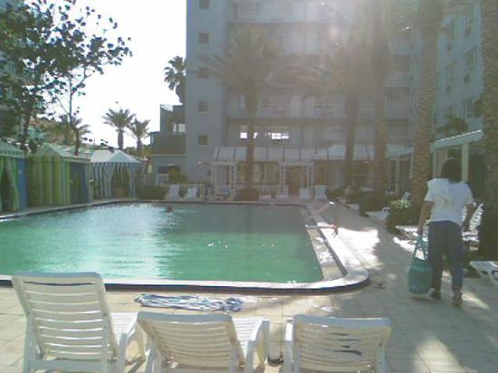 Beach House Bal Harbour: Pool Side 7pm
