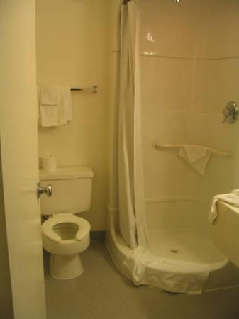 Motel 6: Bathroom