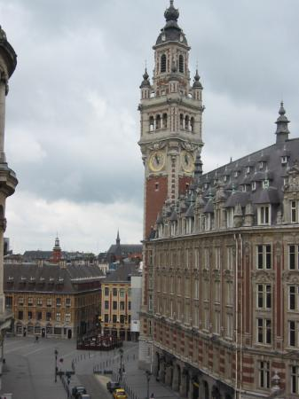 Lille, Frankrike: View of Place du theatre from room 408