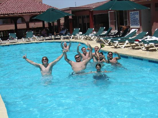 Hotel Fiesta de Cortez: Hanging out poolside