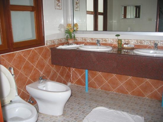 Golden Cupids Hotel: bathroom