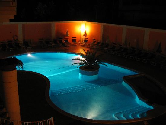 Hotel Atlantic Palace: Pool at Night