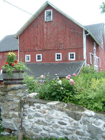 Great Barrington, MA: Burdsalls&#39; Photogenic Barn
