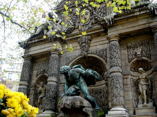 Paris, Frankrike: Medici sculpted fountain
