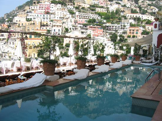 The pool picture of le sirenuse hotel positano for Great small hotels italy