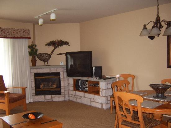 Barrie, Kanada: View of lounge 1 way