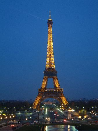 Paris, Frankrike: Eiffel Tower at Dusk