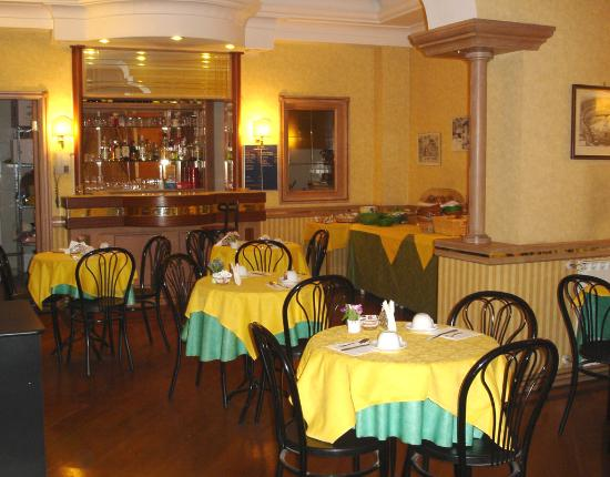 Hotel Pomezia: Breakfast room