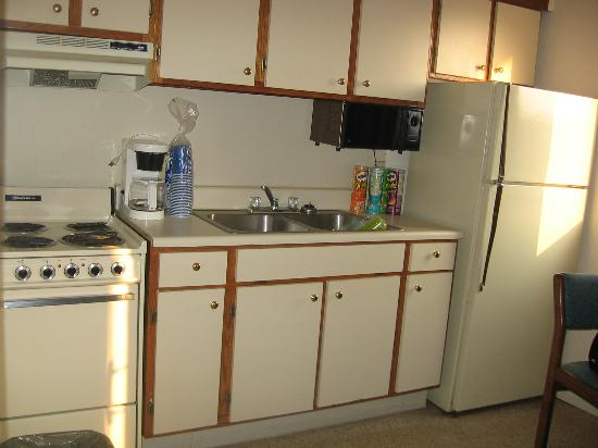 Court Capri Motel: Our Outdated Kitchen