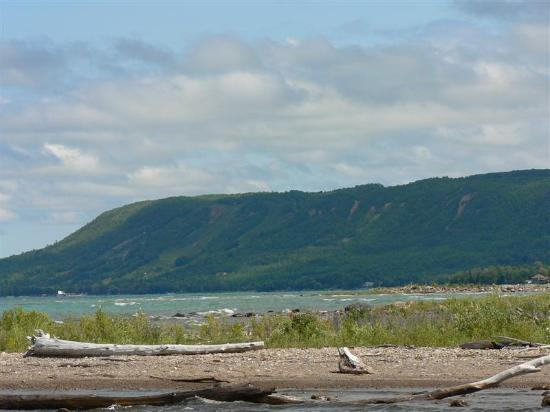 Blue Mountains, Canada: Bay on one side, mountain on the other
