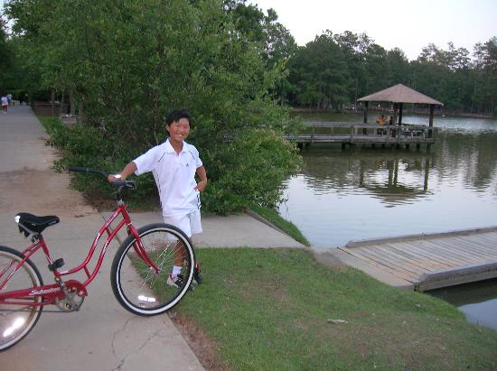 Hampton Inn on the Lake at Harbison: Biking around the lake each evening.